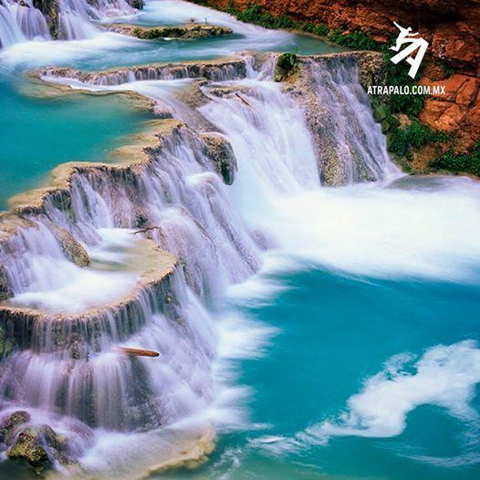 Descubre las hermosas cascadas de agua azul que se for Cascadas de agua