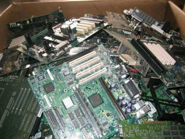 Ritiro computer usati anche rotti Bari - Annunci Gratuiti - Case, Affitti, Auto usate, Lavoro e Servizi - Inserzioni Online Gratis