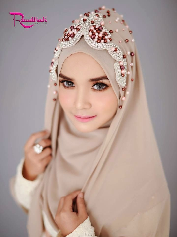 Beautiful Wedding Hijab http://weddinghijab.blogspot.com/2015/01/set-qisha-daun-beige-beads-light-brown.html