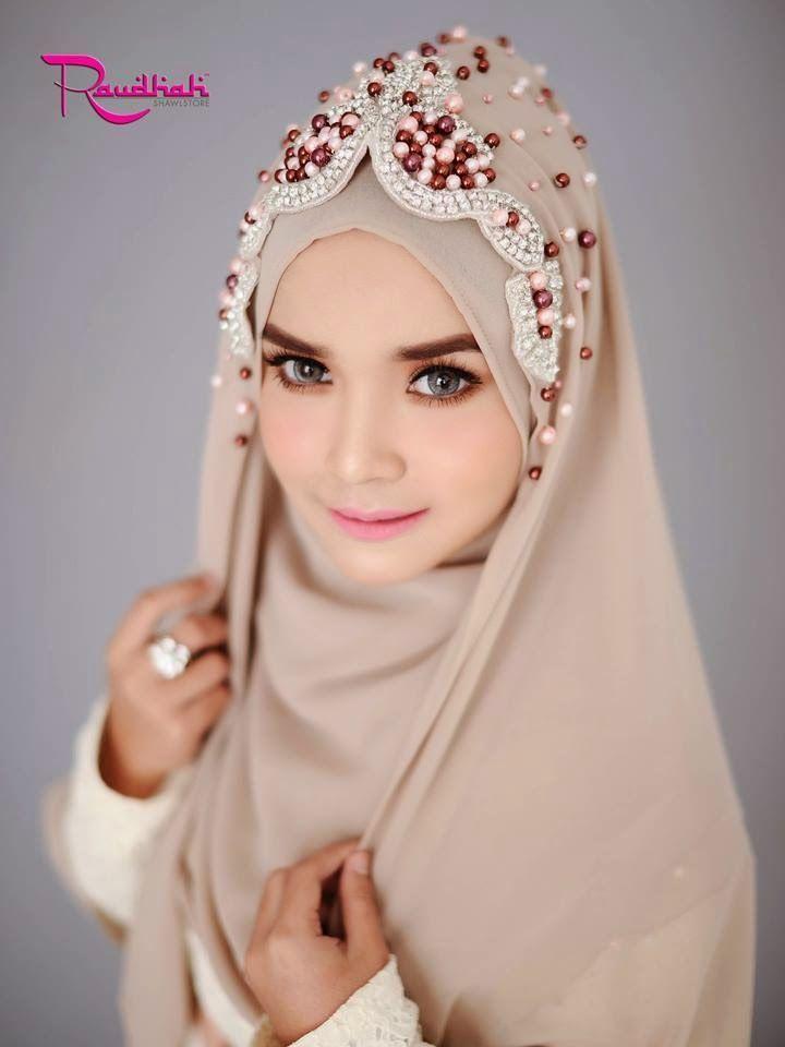 Beautiful Wedding Hijab http://weddinghijab.blogspot.com/2015/01/set-qisha-daun-beige-beads-light-brown.html