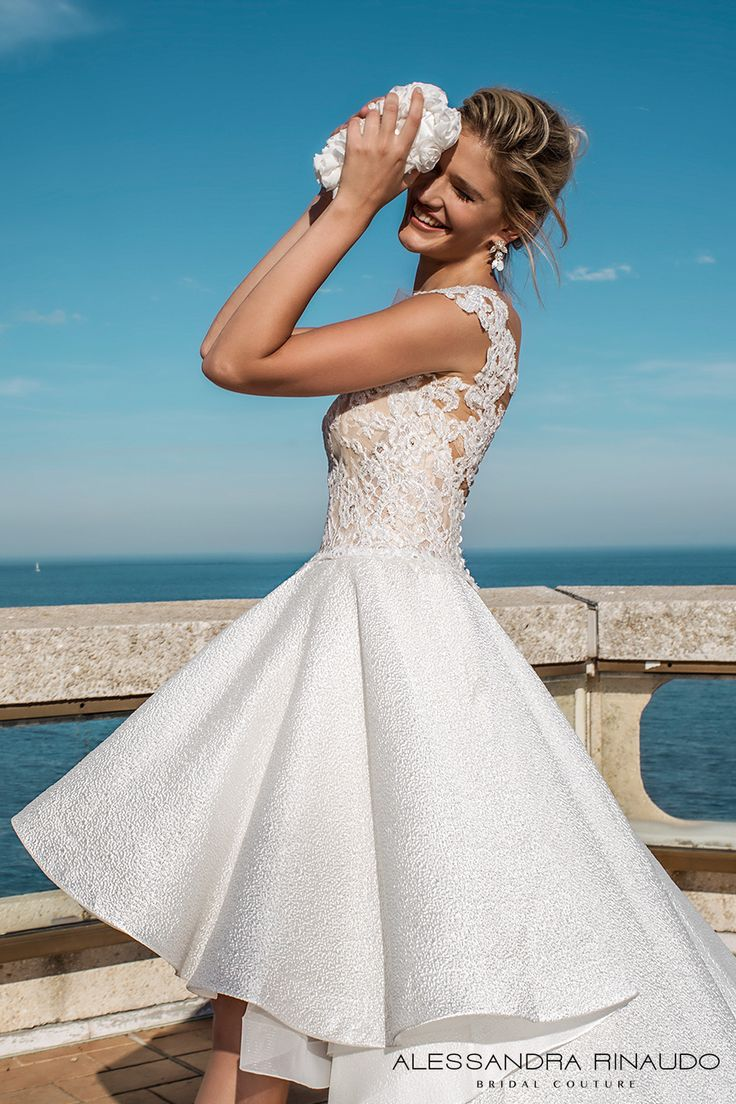 14 best Wedding Gowns images on Pinterest | Wedding frocks ...