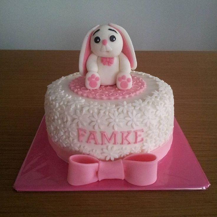 #babytaart#taart#taarten#cake#cakes#babygirl#konijntje#roze#wit#strik#botercreme#fondanttaart#fondant