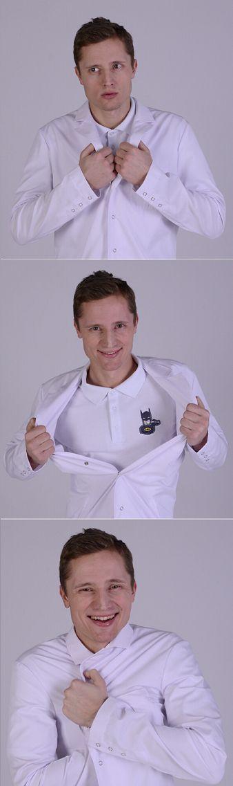 Медицинское поло для стоматолога. Купить на www.lechikrasivo.ru #медицинская #одежда #мужская #стоматолог #униформа #бэтмен