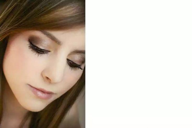 Labial rosa y sombra marron