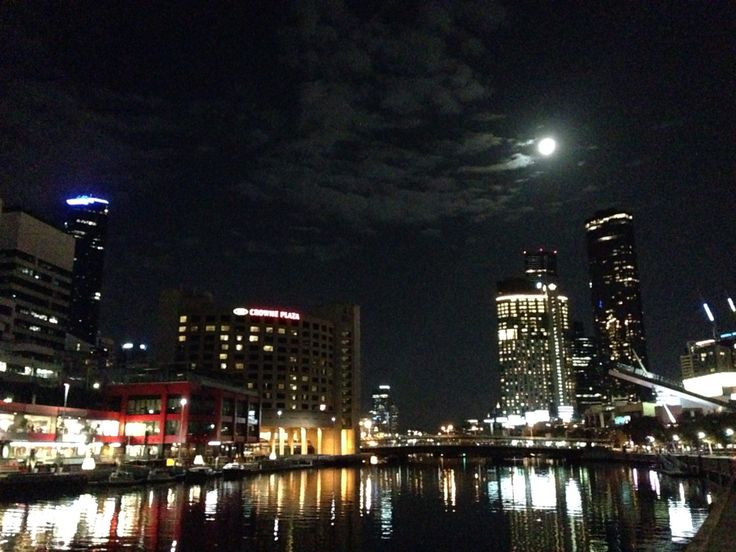 Full moon in Southbank | Melbourne