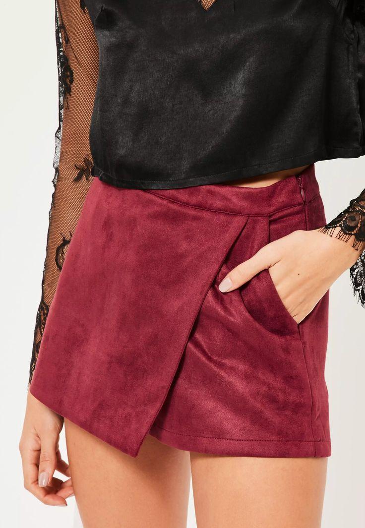 Remettez votre garde-robe au gout du jour avec cette jupe-short en suédine bordeaux absolument i-rré-si-stible !