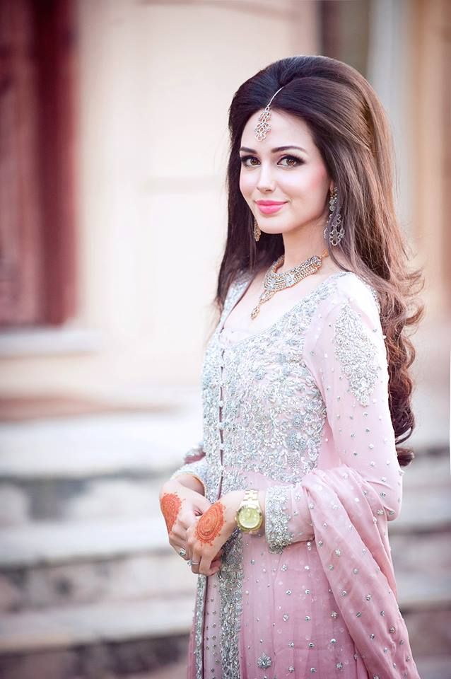 Her hair is so perfect. #pakistani #bridal #hair