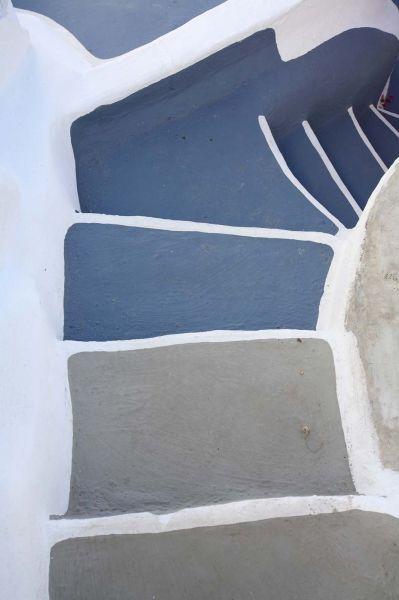 39 steps, in Santorini island