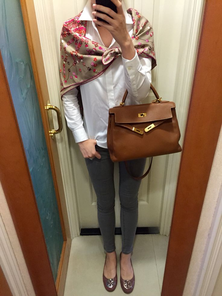 UNIQLO shirt and skinny jeans, Tory Burch flats, Hermes scarf and Kelly 32.