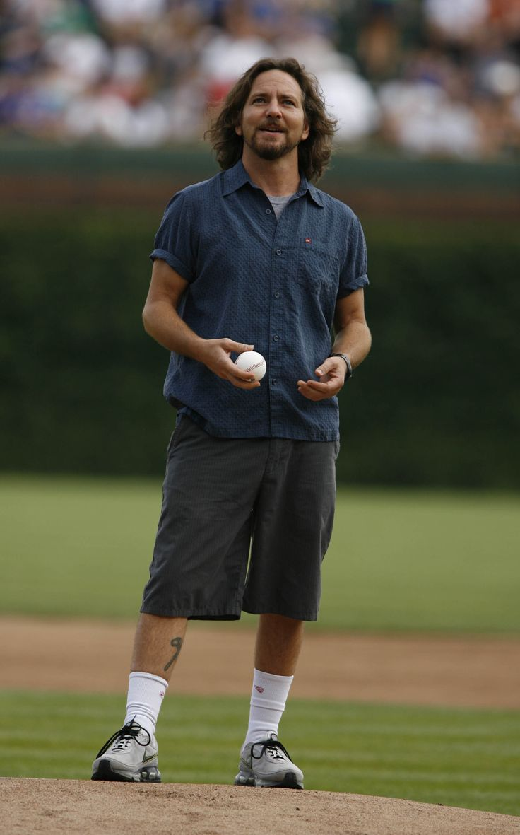 Eddie Vedder set to sing 7th-inning stretch at Wrigley (2008) This man...he is soooo beautiful.