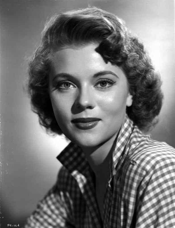 Peggy Castle smiling in Checkered Polo in Black and White Close Up Por – Movie Star News