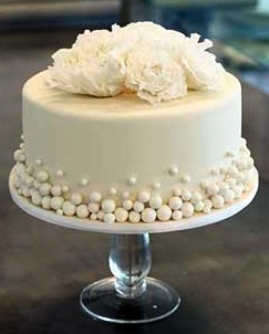 fondant pearls and flowers cake