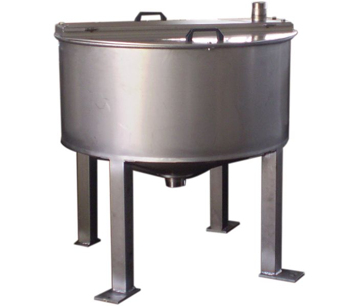 Storage tanks and slow agitation. http://www.vezzanilauro.it/en/prodotti/vasche-per-miscelazione-e-stoccaggio/vasche-di-stoccaggio/