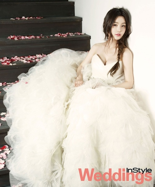 Sweetheart bodice with fluffy tulle ball gown / Korean Concept Wedding Photography - IDOWEDDING (www.ido-wedding.com)