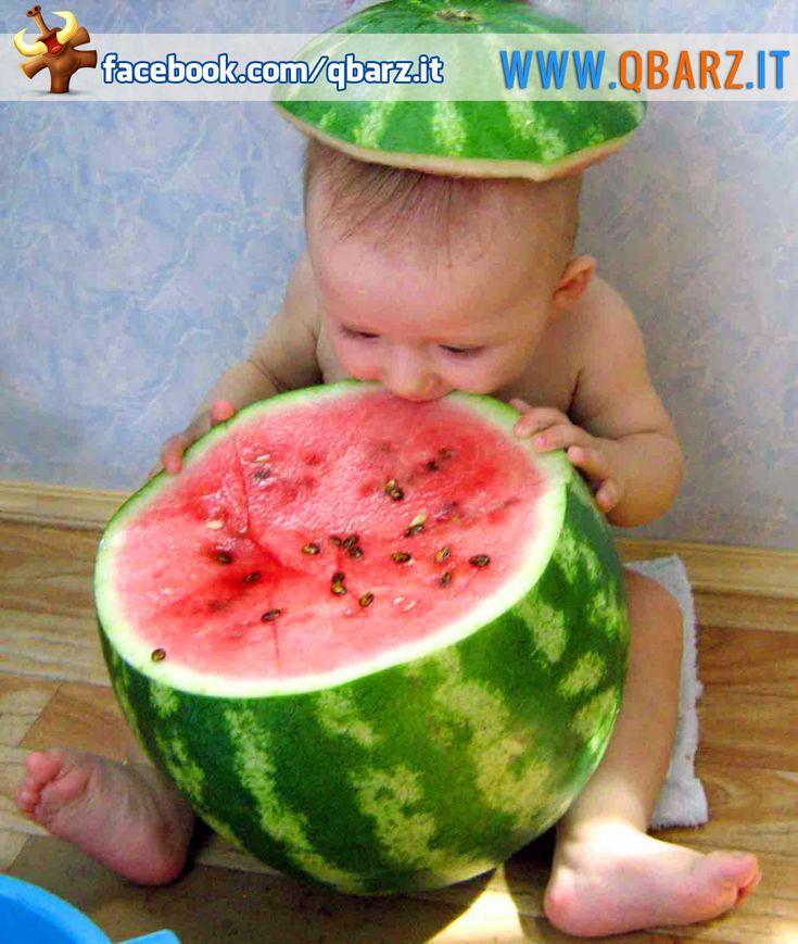 Bambino con anguria - Foto divertente