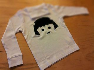 Mes premiers pas avec ma machine à coudre: Le t-shirt Playmobil