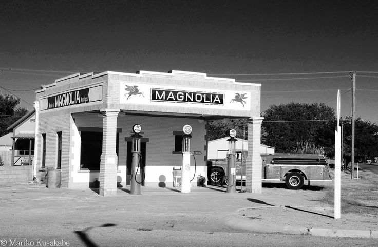 """ Magnolia Gas Station "" in Shamrock Texas  "" Route 66 on My Mind "" Route 66 blog ; http://2441.blog54.fc2.com/ https://www.facebook.com/groups/529713950495809/ http://route66jp.info/ google +; https://plus.google.com/u/0/communiti…/102431227715057286352"