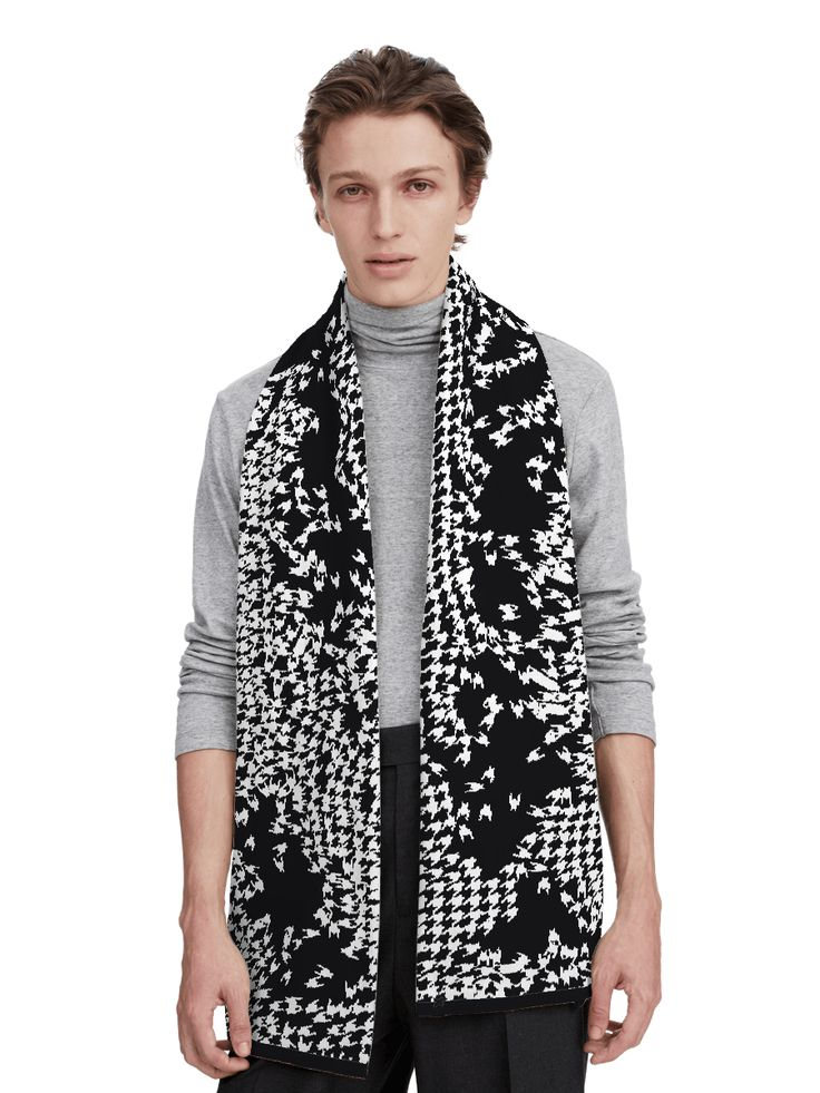 Pied de Poule Fermier is the free-range version of a classic houndstooth (chicken's feet in French). Let them roam freely across your scarf!