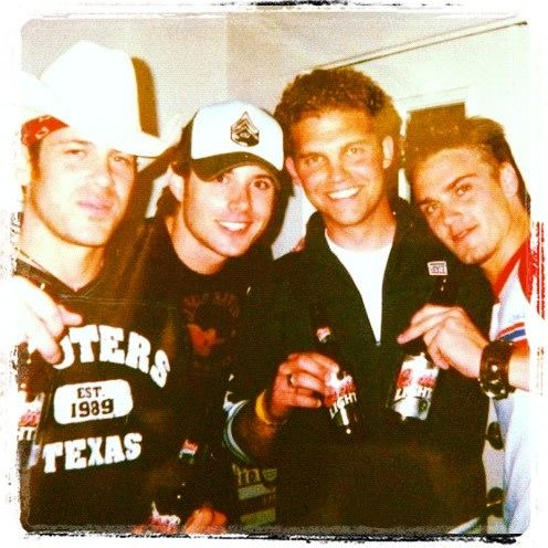 jensen & christian kane!! (@RileySmith: A good friend just sent me a blast from the past picture. Not sure we were old enough for those beers.)