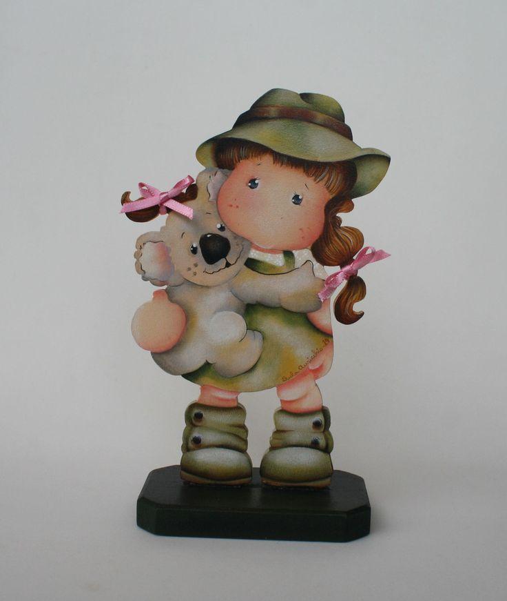 Linda peça em mdf, pintada à mão, motivo menina com coala. <br>Ideal na decoração do quarto de menina. É também um presente original. <br>Faço na cor de sua preferência.