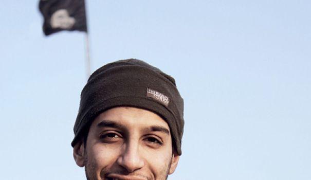 """Le """"cerveau"""" présumé des attentats de Paris, Abdelhamid Abaaoud, a rencontré sa cousine à Aubervilliers, Hasna Aïtboulahcen, 48h après les attentats. Un échange dont un témoin qui prétend y avoir assisté livre un récit glaçant."""
