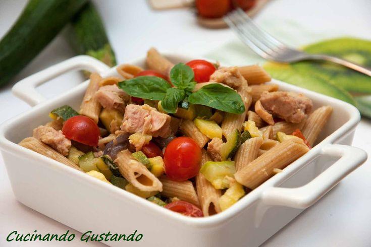 Insalata di pasta zucchine tonno e pomodorini