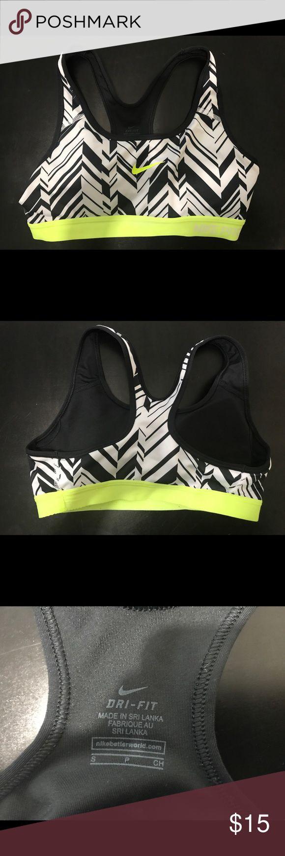 Nike Pro, Dri-fit Women Sport Bra Nike Pro Dri-fit Sport bra, woman small. Black and white chevron print Nike Intimates & Sleepwear Bras