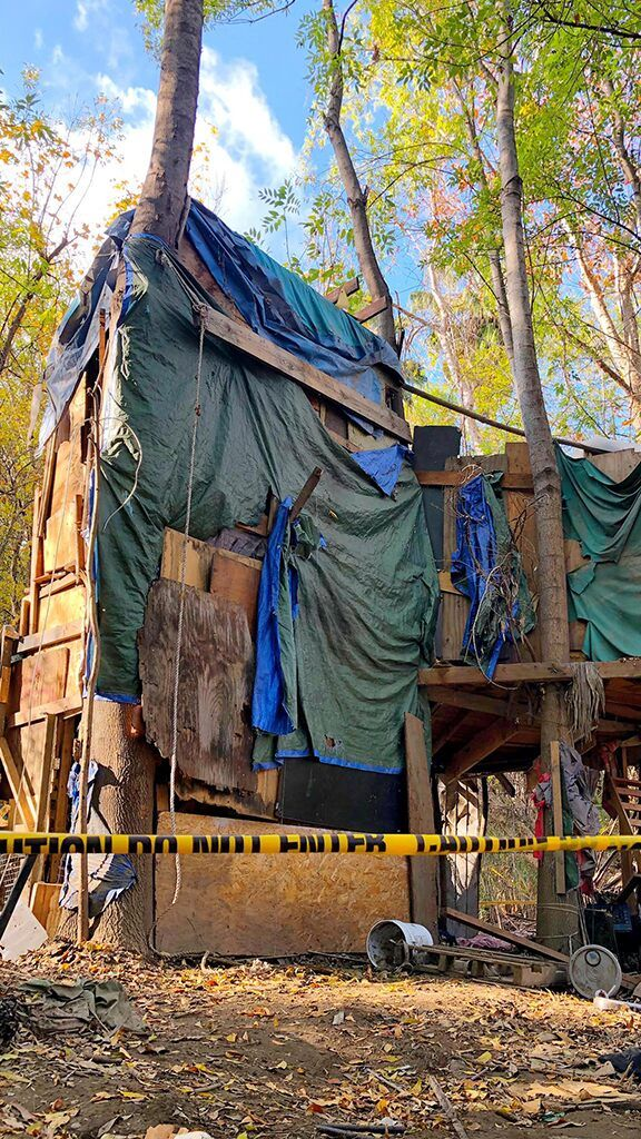 California Crews Dismantle 3 Story Treehouse Homeless Shelter As Final Phase Of Cleanup Initiative Begins Tree House Homeless Shelter Homeless