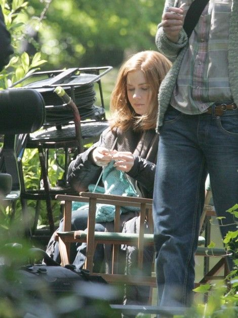 Amy Adams...sweet. What is it about knitting that so many 'celebrities' who can afford to buy or commission any hand knit sweater choose to make it themselves? That's the mystery of knitting!