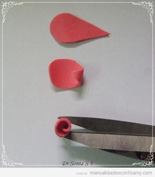Tutorial para aprender a hacer rosa de goma eva 2