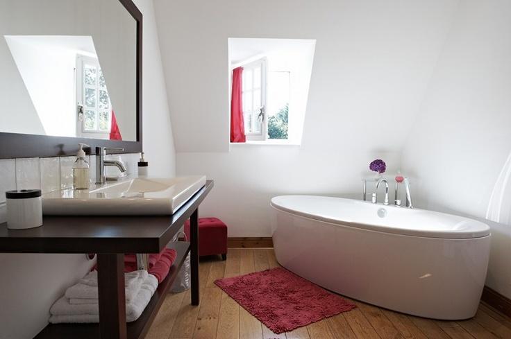 Salle de bain Chambre Groix de  la maison d'hôtes de charme la Ferme de Kerscuntec en Finistrère, bretagne Sud, entre Quimper et Bénodet, entre mer et campagne.
