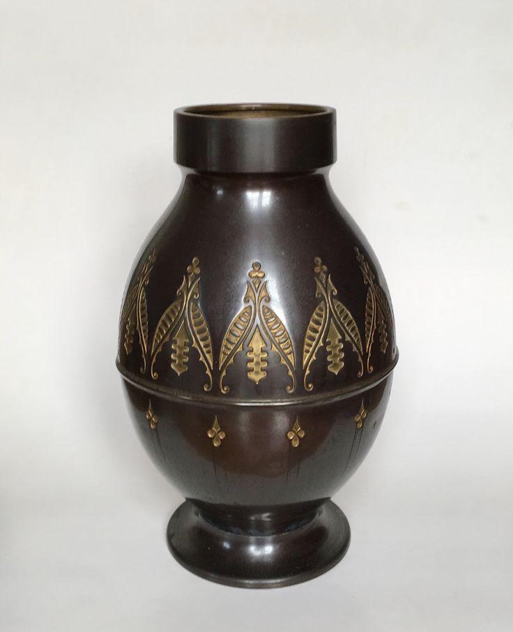 Vase design Meine Huisenga executed by Daalderop Tiel circa 1920. Ducht Nieuwe Kunst.
