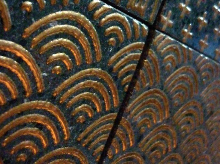Rivestimento pavimento in pietra lavica komon tatto - Made a mano piastrelle ...