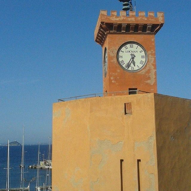 #ShareIG #RioMarina Torre degli #Appiani : il #16agosto in occasione dello spettacolo pirotecnico un numero massimo di 15 persone potrà guardare i #fuochi da lassù...e brindare info e prenotazioni presso #proloco #RioMarina via lungomare Marconi tel. 0565 962004 #elba #elbadestate #essenzadiunisola #elba200 #tuscany #tuscanygram #isoladelba #love #IloveElba #Ilikeitaly