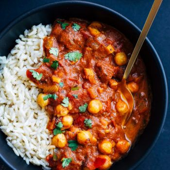 One Pot Chickpea Tiki Masala- an easy and nutritious meal made with warming spices, fire roastedtomatoes, fresh ginger and coconut milk. Just 30 minutes to make! (vegan + gluten-free) I've been patiently waiting to share this recipe with you guys and it's been driving me nuts! I made it a few months ago, before we …