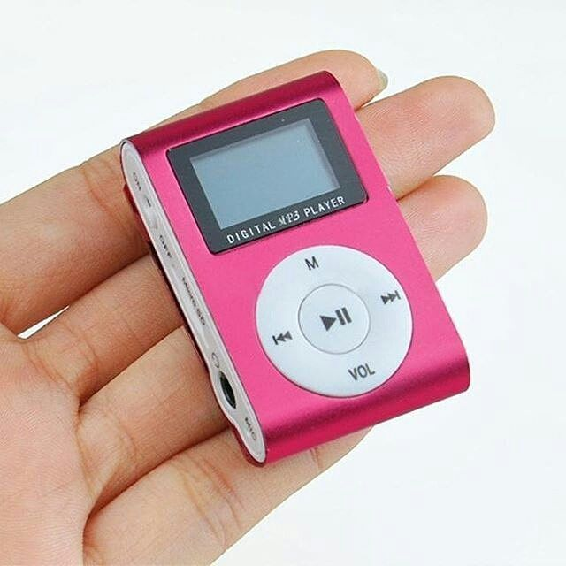 MP3 LCD  Player ini bisa memutar lagu-lagu kesayangan kamu yang tersimpan dalam micro SD. Kualitas audionya jernih dengarkan melalui earphone yang tersedia dalam paket. Dan nikmati setiap alunan nadanya.  Bentuk mp3 player ini mungil. Tidak lebih besar dari genggaman tangan. Bisa dijepitkan di bagian baju sehingga dapat dinikmati saat bersepeda santai atau berjogging ria.  Dilengkapi juga dengan tombol-tombol pendukung untuk memudahkan penggunanya. Suara bagus dan ada penjepitnya.  harga…