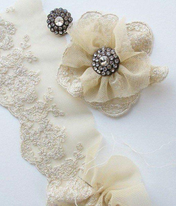 Plus de 25 id es uniques dans la cat gorie fleurs en tissu sur pinterest d corations en papier - Comment faire une fleur en elastique ...