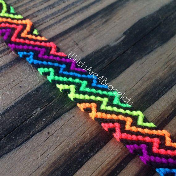 Zig Zag Friendship Bracelet - Neon regenboog en zwart