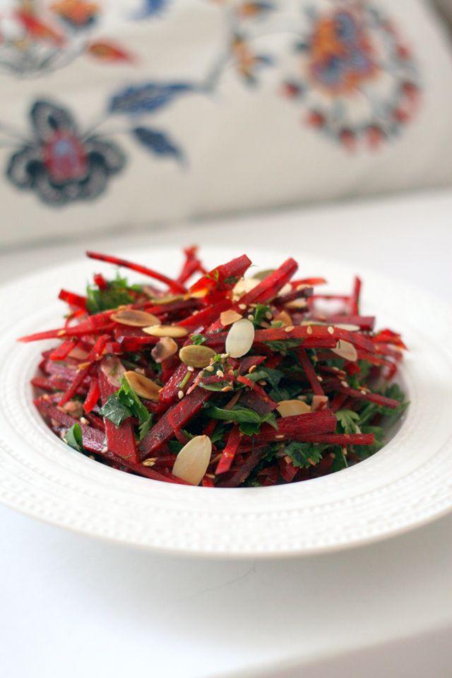 Salata de sfecla cu ierburi aromatice si seminte