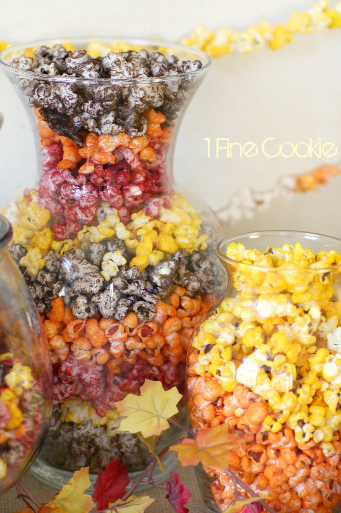 How to Color Popcorn without sugar Koolaid or Jello, Colorful, Autumn, Halloween, Popcorn, 1 Fine Cookie, Bacon Cheddar, Nacho Cheddar, Milk chocolate, caramel, savory, popcorn, flavors, recipe http://www.1finecookie.com/2013/11/fall-and-thanksgiving-party-table-decor-with-colorful-popcorn/