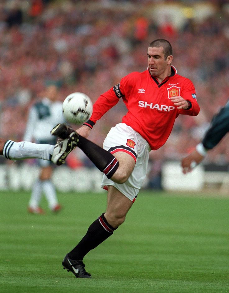 @manutd's Eric Cantona displays some virtuoso trickery during the 1996 FA Cup final against arch rivals Liverpool.
