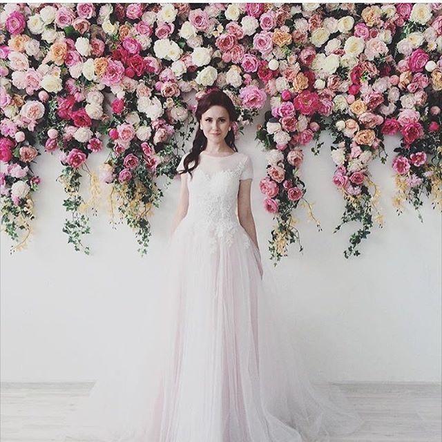 Самый лучший день это как сегодня) открываем Инстаграм и видим фото со свадьбы нашей невесты Ксении @ksupanova 🌸 нежность, стиль, вкус, ум - это все про Ксению🌷 желаем вам радостной и счастливой семейной жизни!🎉 #krasotaweddingdress