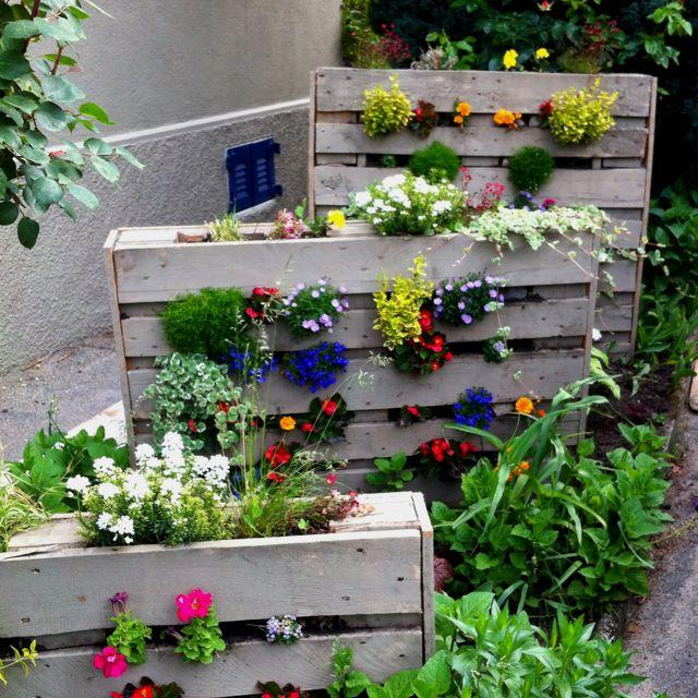 Palette en bois dans son jardin