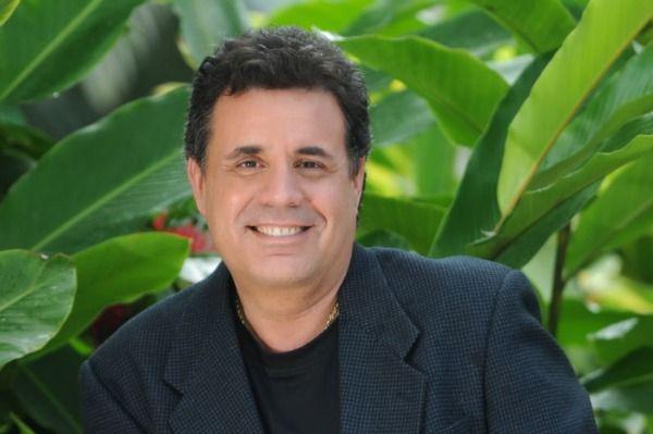 Topy Mamery(FOTOS: LUIS ALBERTO LOPEZ) HOY FALLECIO, DESCANZA EN PAZ. MIS PESAMES A TODA SU FAMILIA. QUE EL SENOR LE DE FUERZAS EN ESTE MOMENTO TAN TRISTE PARA MI ISLA. SIEMPRE ESTARAS EN NUESTRO CORAZONES POR PELAR POR NUESTRO PUEBLO.   :`(