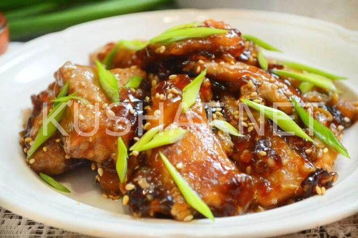 Вариантов приготовления свинины по-китайски в кисло-сладком соусе достаточно много, что говорит о популярности данного блюда. Вкусно приготовленная сочная свинина с пряным ароматом и нежным вкусом способна удовлетворить даже самого завзятого и придирчивого гурмана. В китайских ресторанах можно отведать свинину в имбирно-соевом соусе, тушеную в соусе териаки, свинину с вешенками в остром соусе с карри, свинину […]