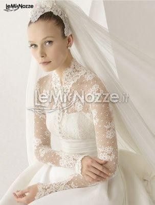 http://www.lemienozze.it/gallerie/foto-abiti-da-sposa/img25041.html Suggestioni che sembrano arrivare da un'epoca lontana in questo abito da sposa con ricami in pizzo
