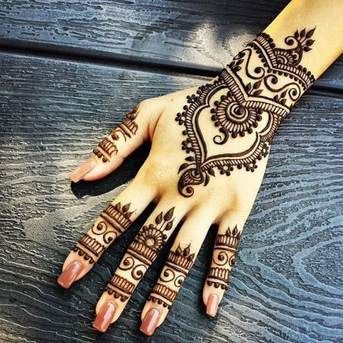 Easy but beautiful henna design :* (tumblr)