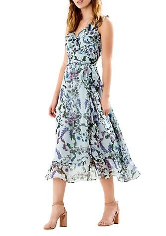 A waist-defining wrap silhouette is heightened by soft chiffon fabric to make this dress what your assortment has been missing. The feminine floral print will have you standing out from the rest in the most sophisticated way. Pair your go-to heels and simple accessories with this beauty for the ultimate ensemble.