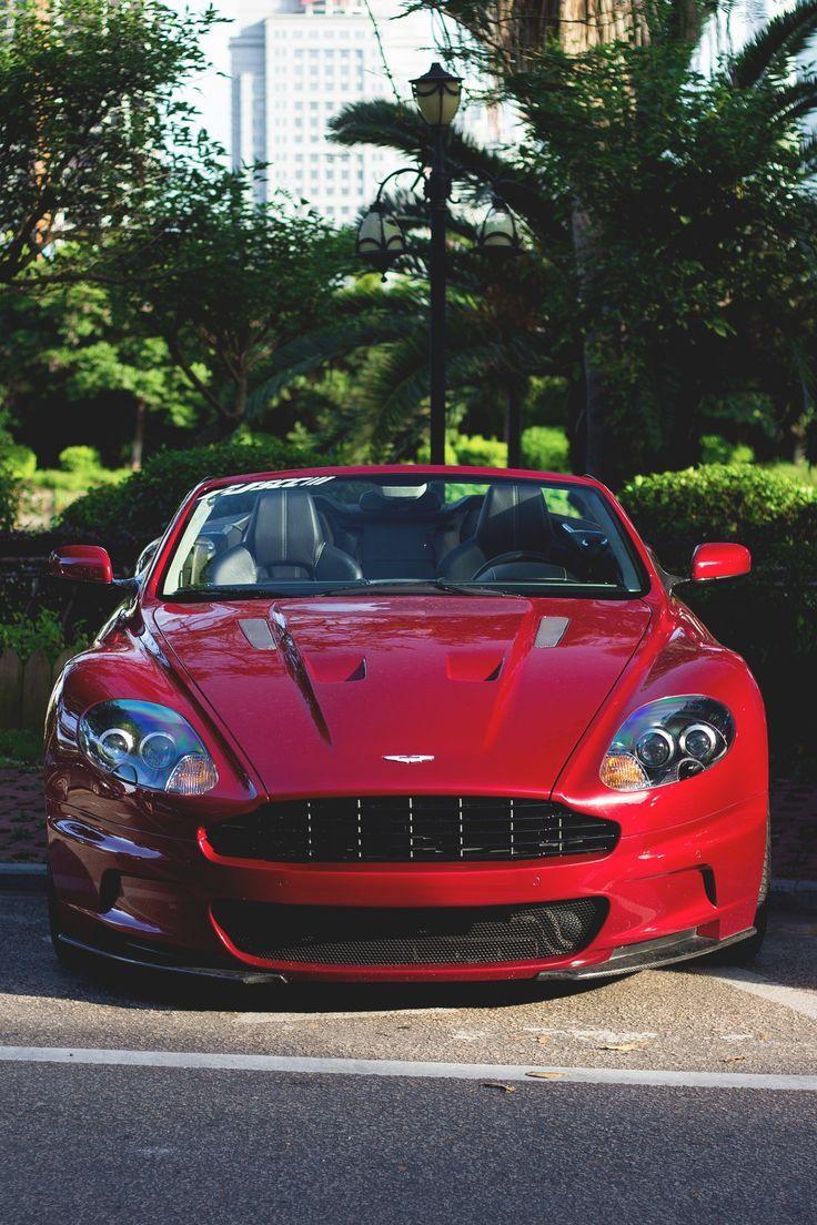 Auto deportivo #color rojo.