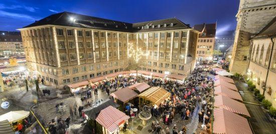 Der internationale Markt der Partnerstädte auf dem Rathausplatz.